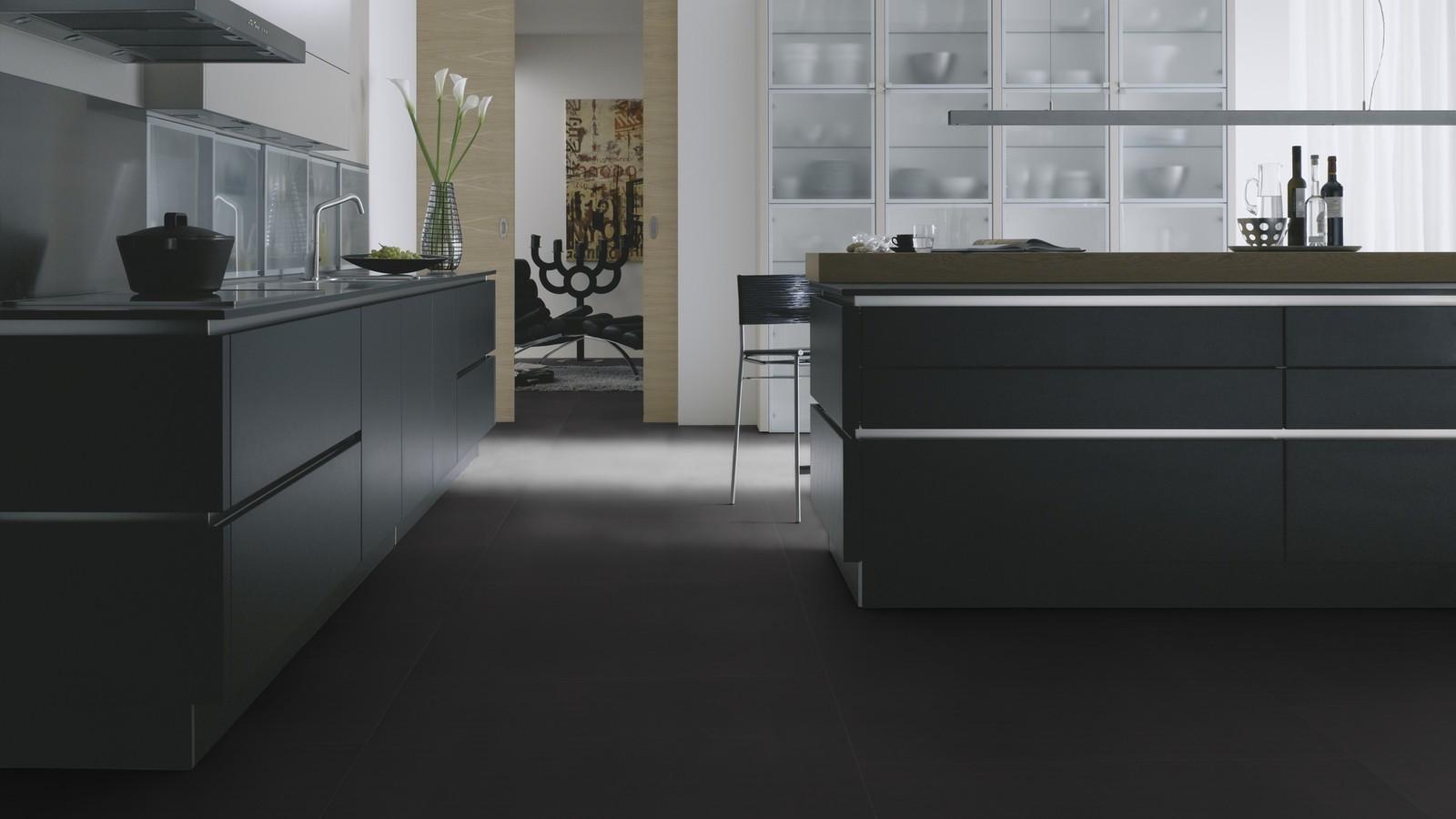 Виниловая плитка Wineo - 800 Tile Solid Black (DB00103-3)